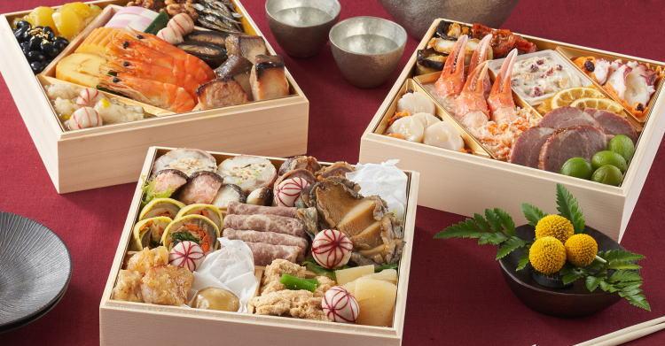 8年連続人気No.1の和洋折衷三段重「上高砂」のお料理が4人前ずつ入った「上高砂 豊」。家族みんなで仲良く楽しめる人気おせちです。
