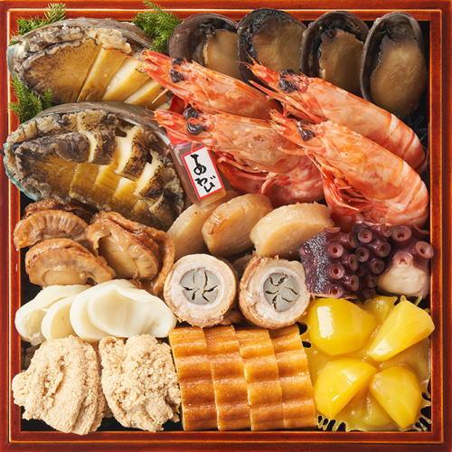 瑠璃三の重 あわびなど豪華な貝類にきんとんなど伝統料理を盛り付けました