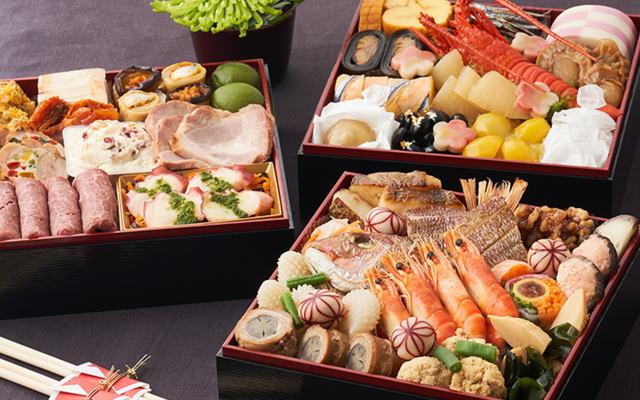 オイシックスおせち「上高砂極み」お正月だからこそ味わいたい鯛や煮あわびなど豪華伝統食材の和風おせちに、お子さまからお年寄りまで家族全員で楽しめる洋風おせちを組み合わせた、4~5人の大人数家族向けにおすすめの和洋三段重おせちです。